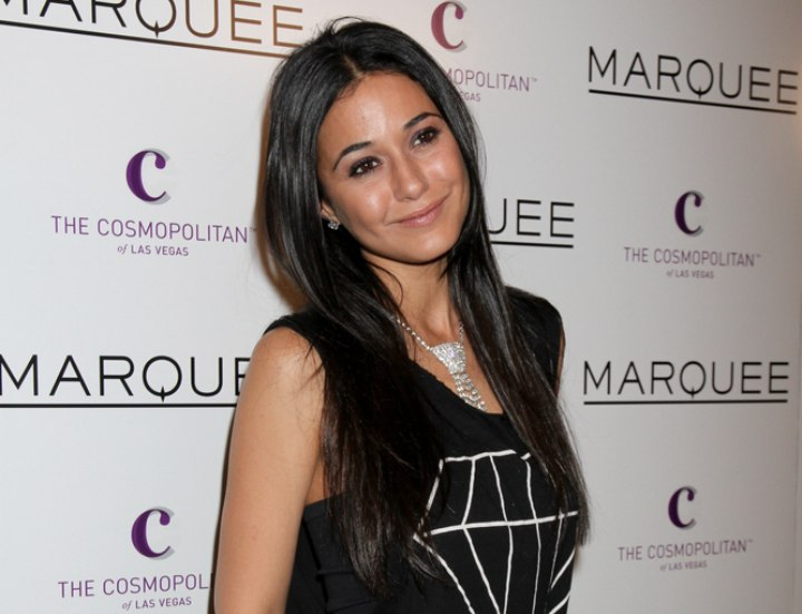 Emmanuelle Chriqui - Long straight hairstyle with the hair divided in the center