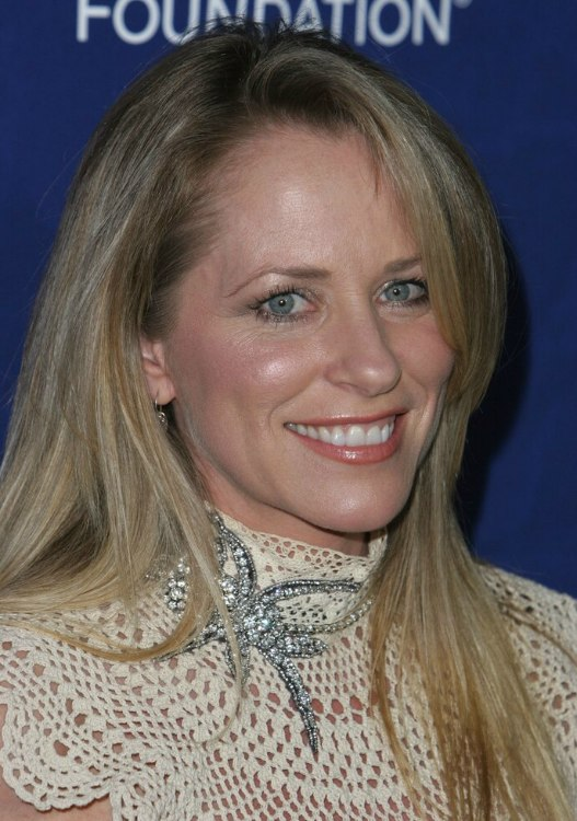 Deana Carter S Long Blonde Hair Parted Off Center And
