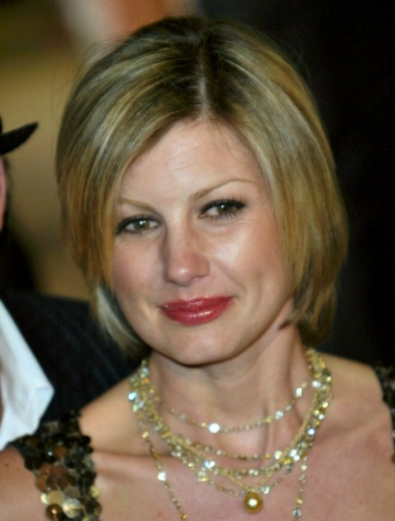 Professional Short Hairstyle For Women Aged Over 30 Faith Hill