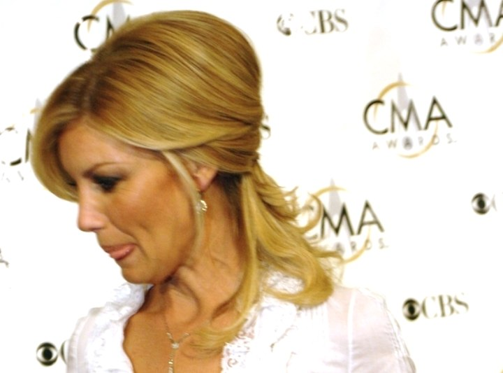 Pulled back hairstyle that reveals the ear - Faith Hill