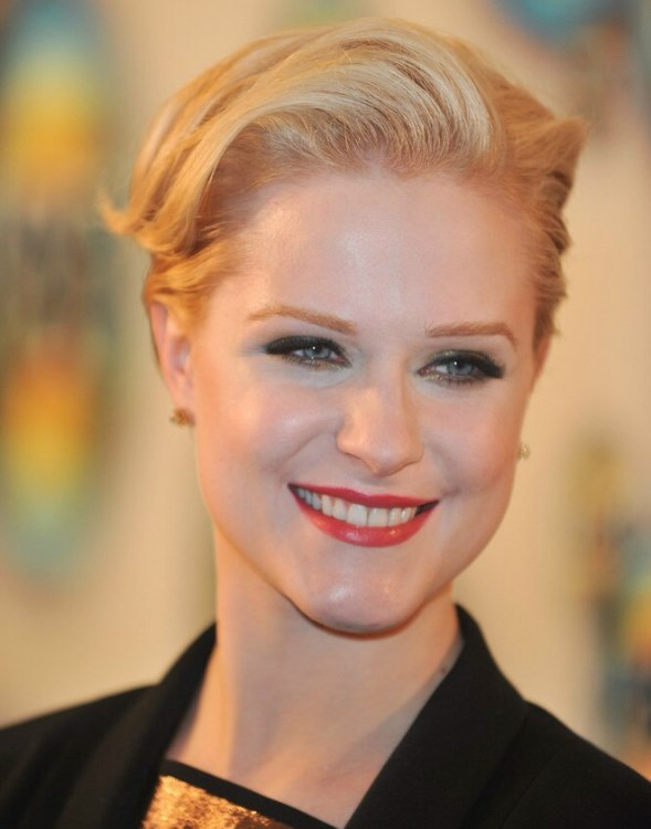 Evan Rachel Wood S Rejuvenating Short Haircut With Volume