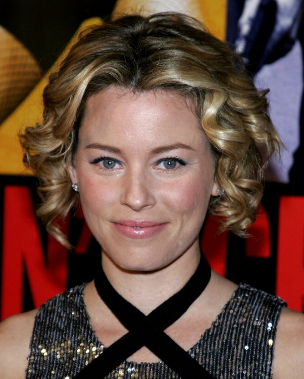 Elizabeth Banks Short Hair With Sausage Curls And