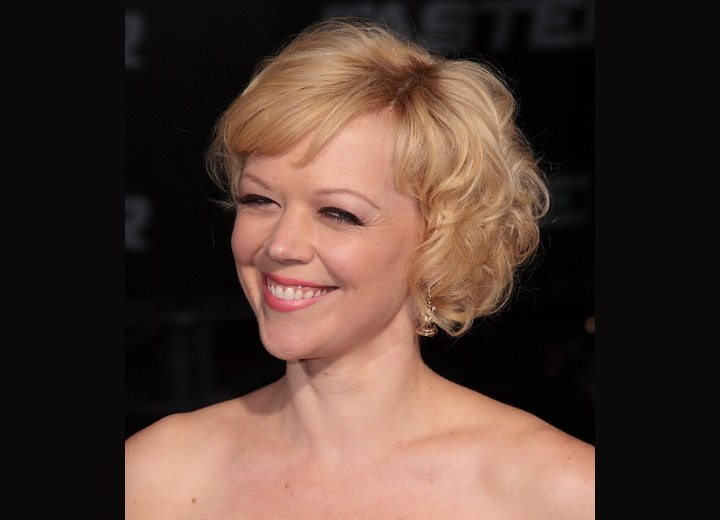 Short hairstyle with short bangs styled sideways - Emily Bergl