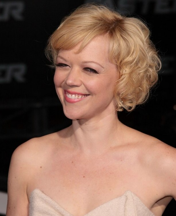 Emily Bergl\'s hair in a short blonde 1960s hairstyle with curls ...