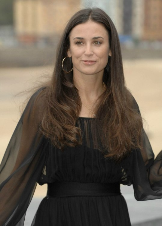 Demi Moore | Long center parted hairstyle for a square ...