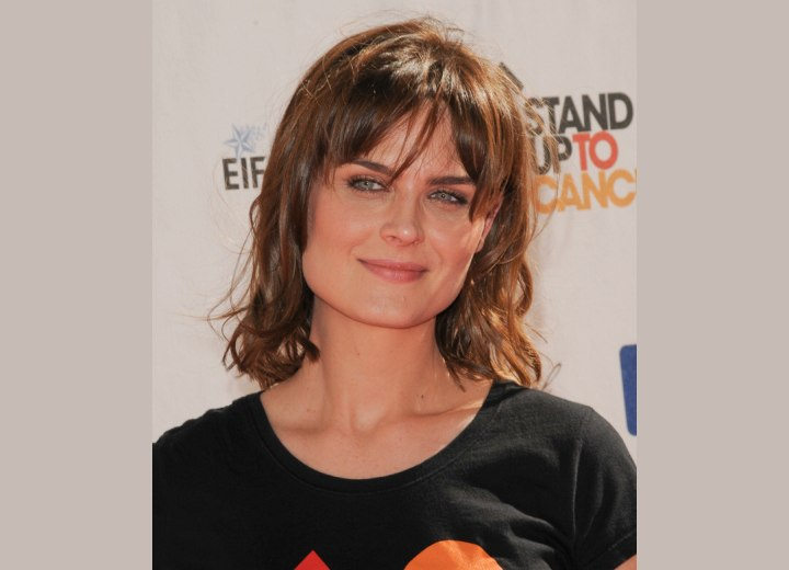 Medium hairstyle for a square face shape - Emily Deschanel