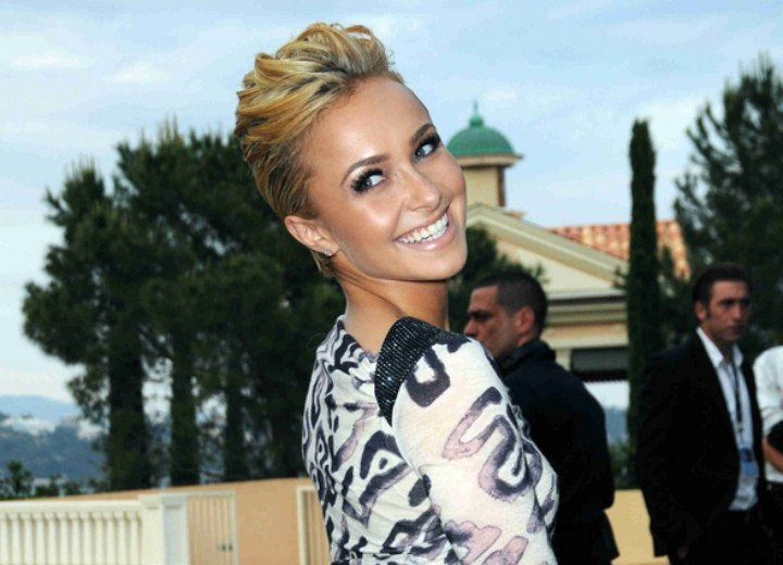 Above the ears hair cut - Hayden Panettiere