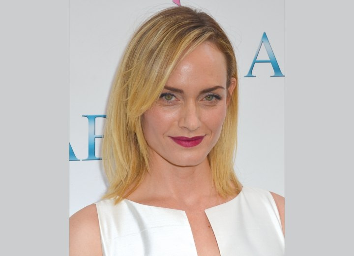 Amber Valletta - Right above the shoulders hairstyle