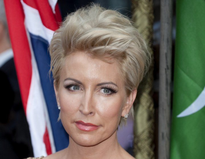 Short hairstyle for women aged 40 and older - Heather Mills