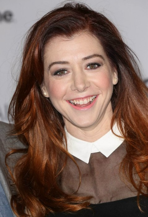 Alyson Hannigan Girly Preppy Look With A High Collared