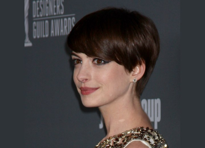 Anne Hathaway - Short and simple low maintenance hairstyle