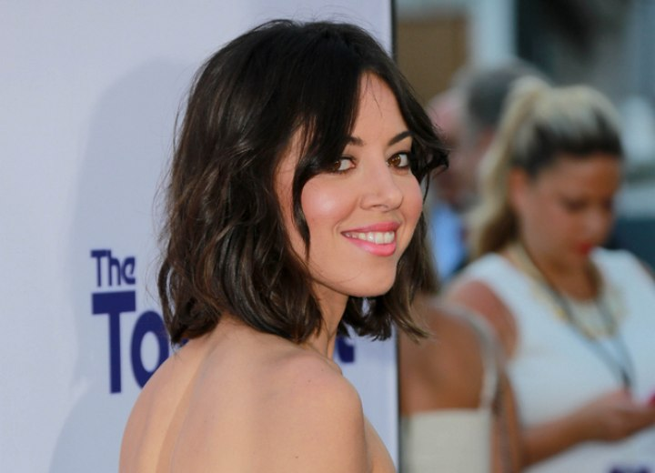 Side view of Aubrey Plaza's above the shoulders hairstyle