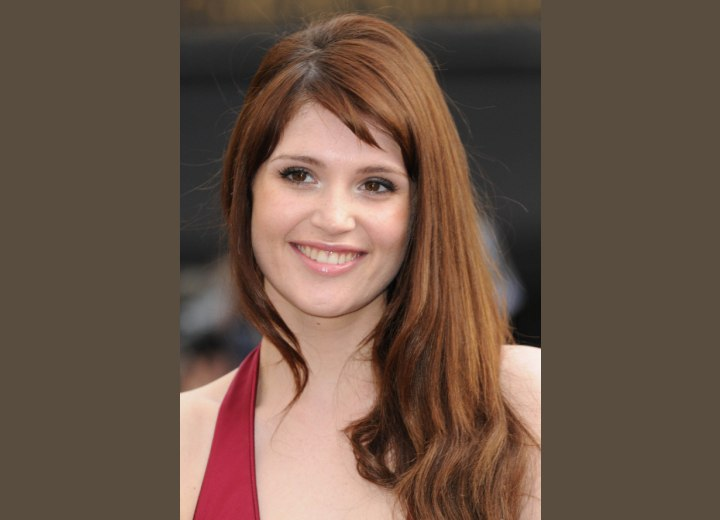 Gemma Arterton - Hairstyle to camouflage a broad forehead