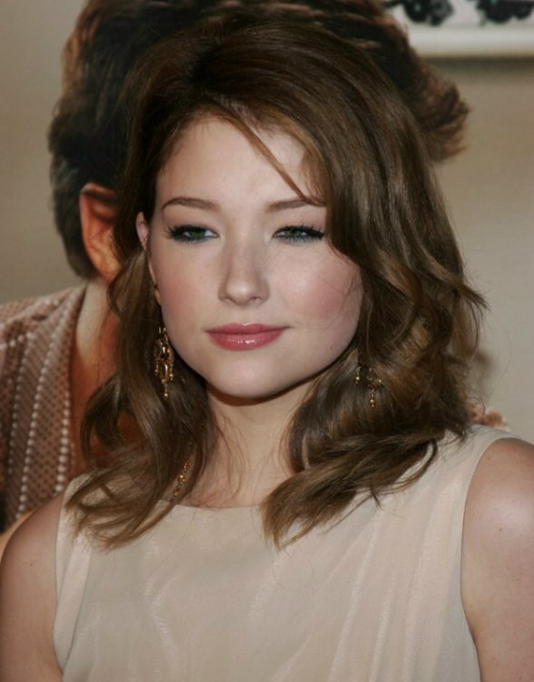 Haley Bennett Long Hair With Layers Side Bangs And A