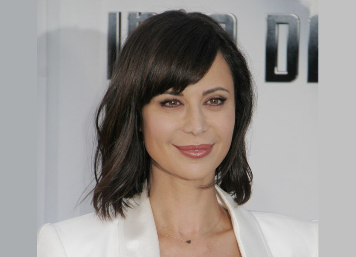 Medium hairstyle with short side bangs - Catherine Bell
