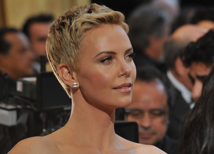 Charlize Theron's short ahircut with tapered sides