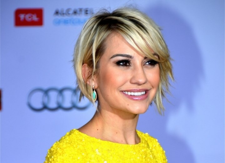 Short hairstyle with feathered back layers - Chelsea Kane