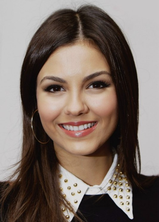 Victoria Justice Effortless Hairstyle With Layers For