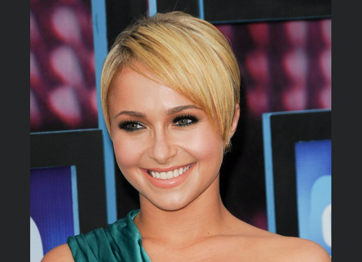 Hayden Panettiere - Easy short hairstyle with a short nape area
