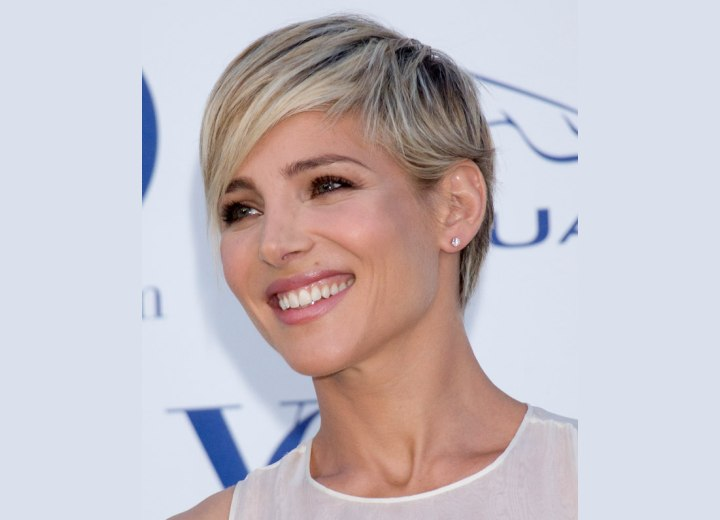 Short hairstyle with more length around the ears - Elsa Pataky
