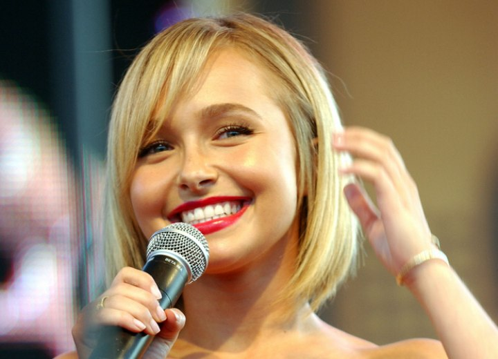 Hayden Panettiere - Short hairstyle with flattering bangs
