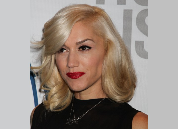 Gwen Stefani - Hairstyle with heavy side bangs