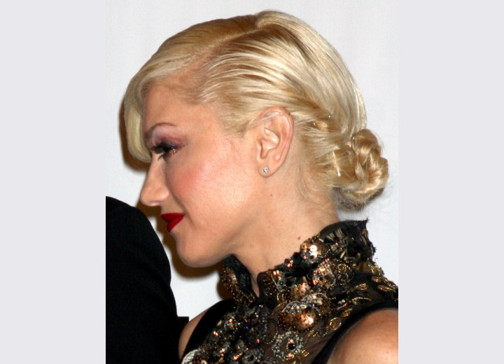 Gwen Stefani - Updo with a low twisted bun