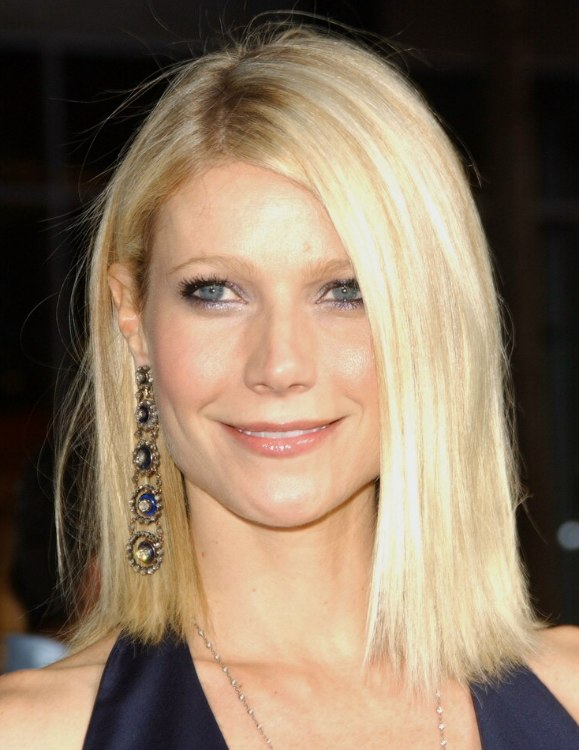 Gwyneth Paltrow Straight Shoulder Line Haircut With Hair