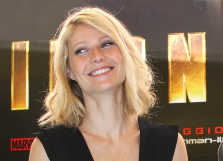 Gwyneth Paltrow - Easy to wear haircut with a side part