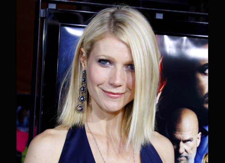 Gwyneth Paltrow - Straight and sleek medium length hairstyle