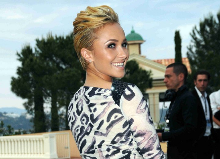 Hayden Panettiere with her hair cut short around her ears
