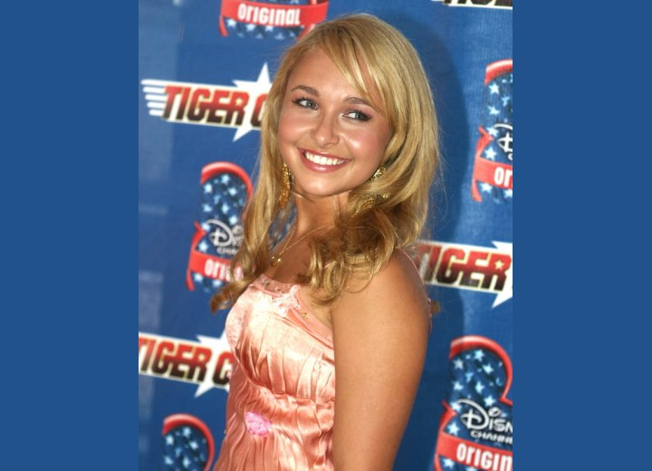 Hayden Panettiere - Long hairstyle that frames the face