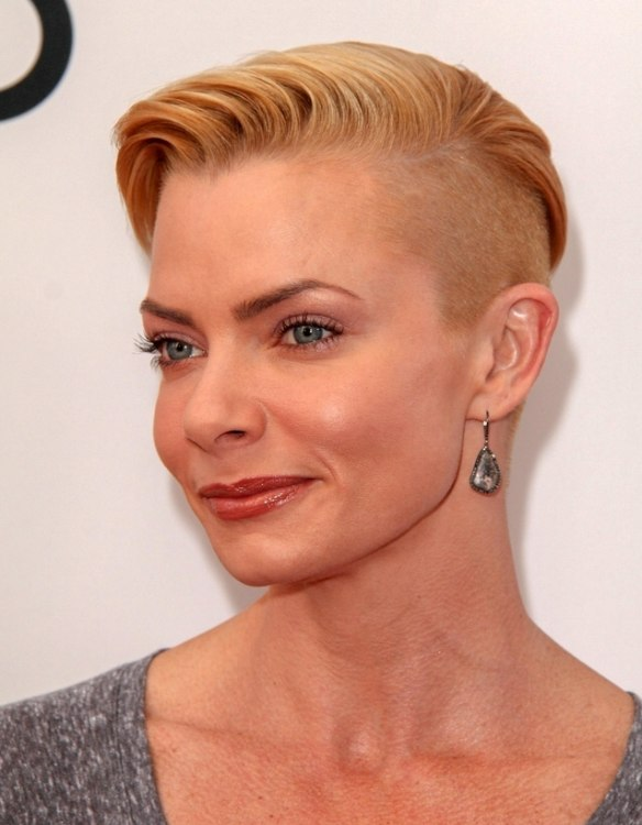 Jaime Pressly Shaved Platinum Blonde Hair With A Full