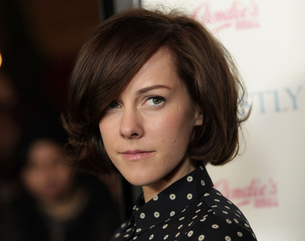 Jena Malone | Prim and proper above the collar haircut and