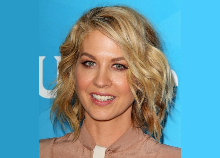 Jenna Elfman - Wavy bob hairstyle for a middle aged woman