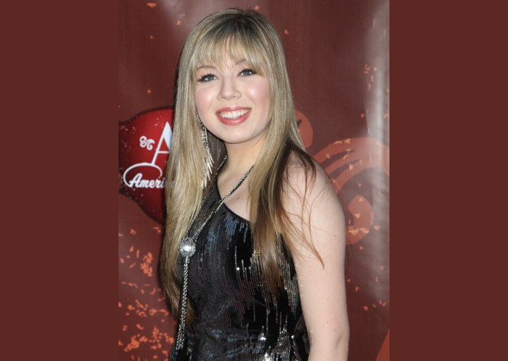 Jennette McCurdy - Long hairstyle created with sliding scissors
