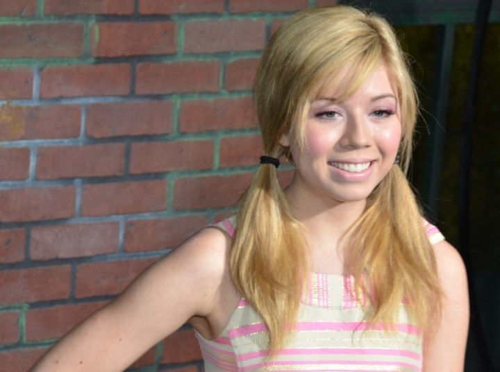 Jennette McCurdy - Pigtails hairstyle with the hair parted to the side