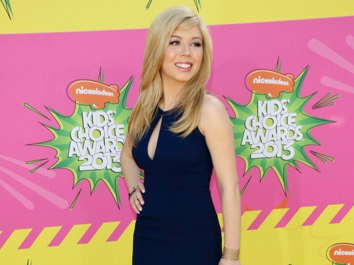 Jennette McCurdy's hair styled for a girly polished look