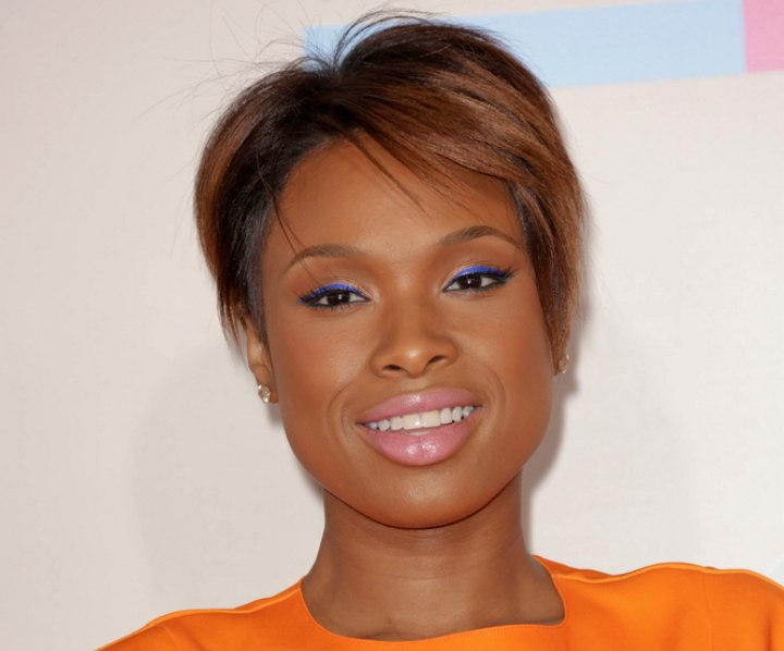 Jennifer Hudson - Pixie hairstyle in a brown shade