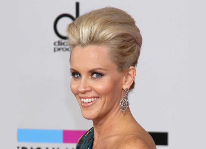 Jenny McCarthy - Fresh updo with volume