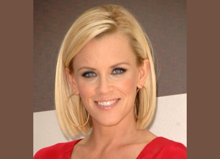 Jenny McCarthy - Long blunt bob haircut
