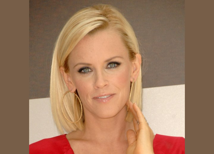 Sleek and thick bob - Jenny McCarthy