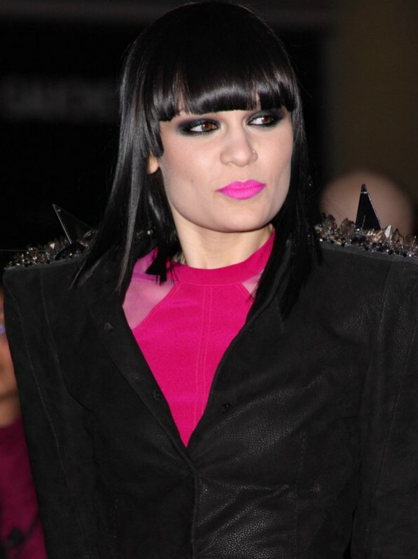 Jessie J Sleek Collarbone Length Hair With Very Straight