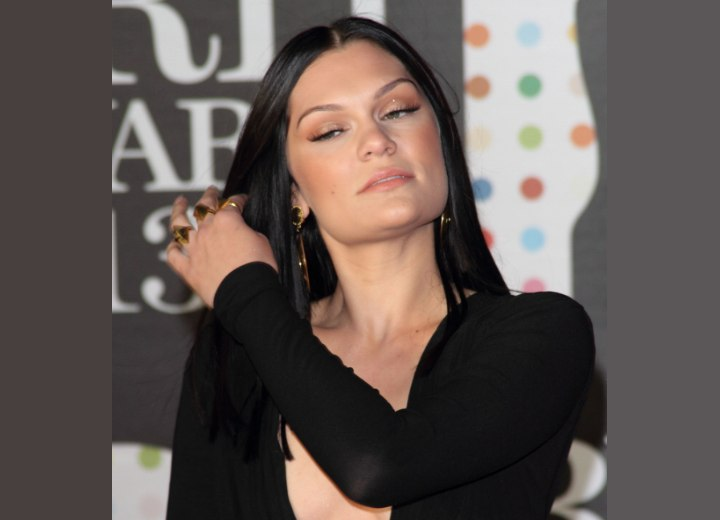 Past the shoulders hairstyle with a center part - Jessie J