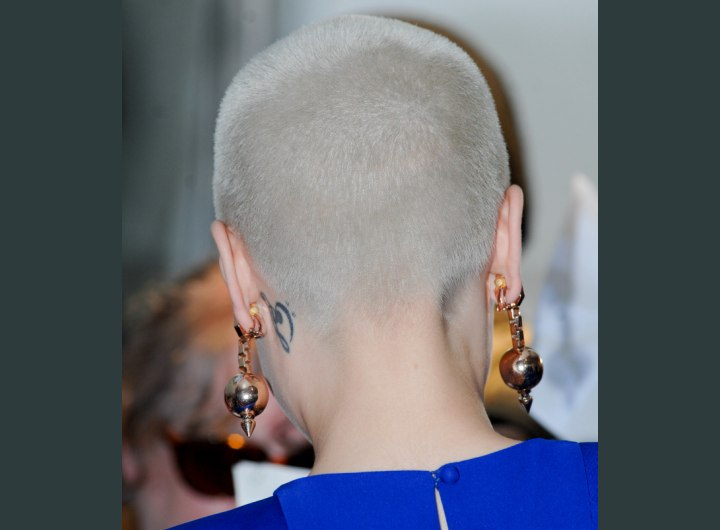 Almost bald Jessie J - Back view of her head