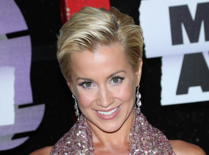 Kellie Pickler S Pixie Short And Simple Slicked Back