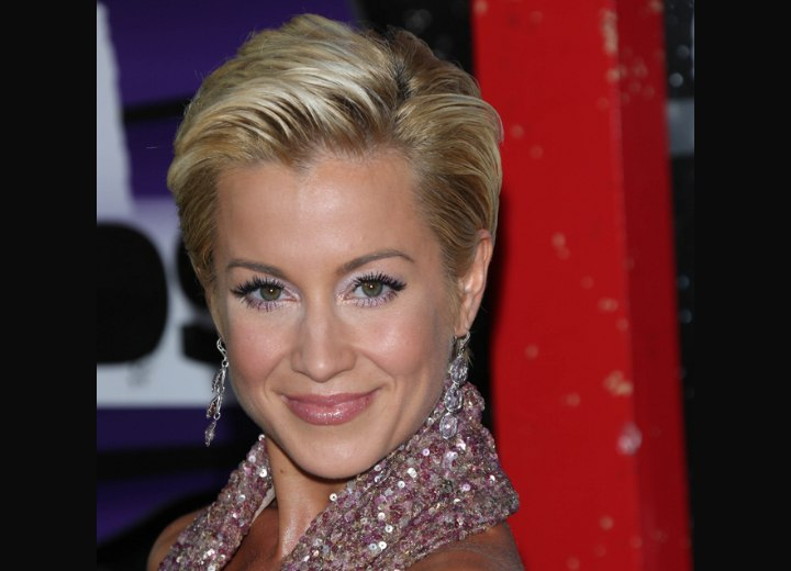 Simple hairstyle for short hair - Kellie Pickler