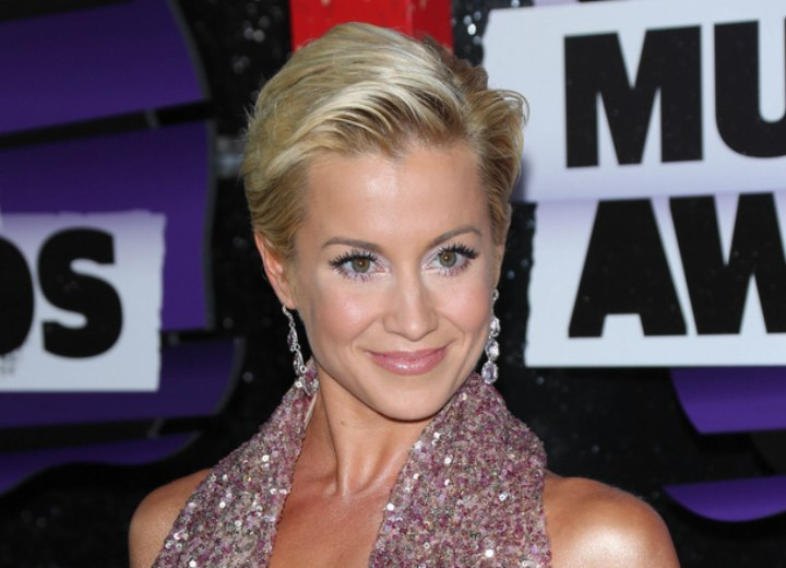 Kellie Pickler with her hair short