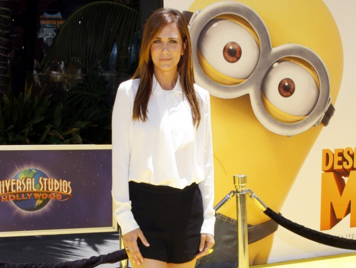 Young look with long hair, blouse and shorts - Kristen Wiig