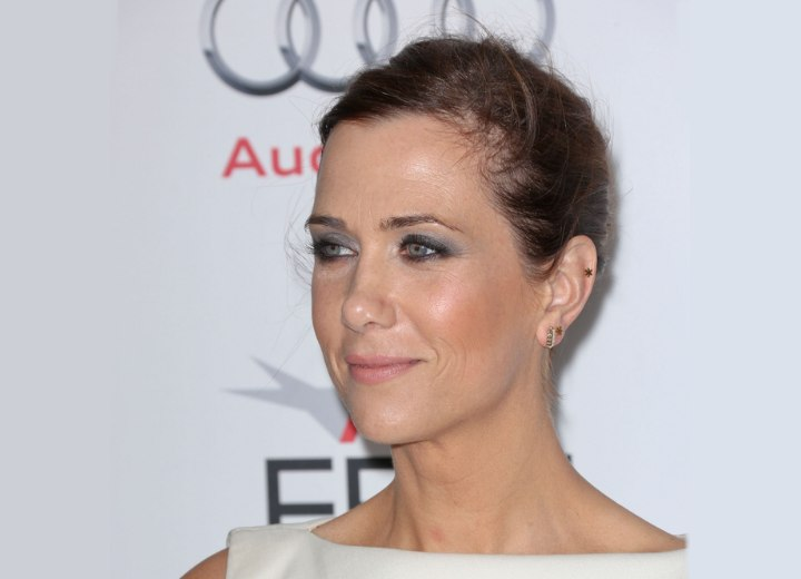 Kristen Wiig wearing her hair pulled back